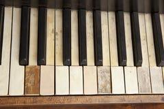 Vieux clavier de piano Photographie stock libre de droits