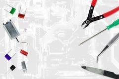 Pièces de l'électronique et d'outils utilisé dans les travaux de passe-temps pour l'artisan Photo libre de droits