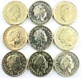 Pièces de monnaie anglaises sur la forme carrée Image stock