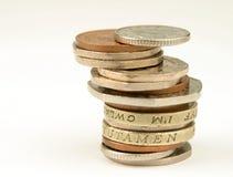 Pièces de monnaie BRITANNIQUES sur le blanc Photos libres de droits