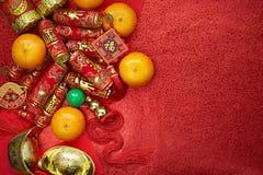 Pièces de monnaie chinoises de la chance ou des lingots de noeud et chinois chinois d'or Image stock