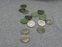 5 pièces de monnaie de CZK au-dessus de la surface de tissu Photographie stock