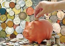 Pièces de monnaie d'argent et tirelire Image stock