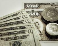 Pièces de monnaie d'argent liquide de devise des Etats-Unis, et liens Photos libres de droits