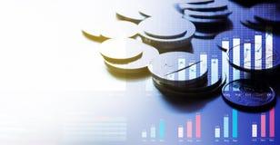 Pièces de monnaie d'argent Opérations bancaires de finances Investissement productif économie image libre de droits