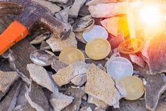 Pièces de monnaie d'Ethereum d'or et d'argent photos libres de droits