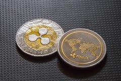 Pièces de monnaie d'ondulation, argent de cryptocurrency image stock