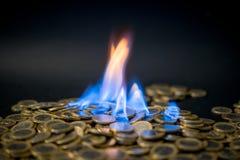 Pièces de monnaie d'un euro sur le feu Photographie stock libre de droits