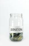 Pièces de monnaie dans des bouteilles en verre Photo libre de droits