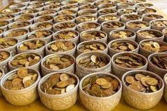 Pièces de monnaie dans la cuvette Image stock