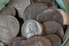 Pièces de monnaie dans la fin Image libre de droits