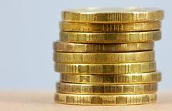 Pièces de monnaie dans la pile images stock