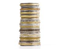 Pièces de monnaie dans le fléau image stock