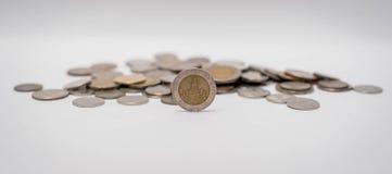 Pièces de monnaie de baht empilées ensemble Photos stock