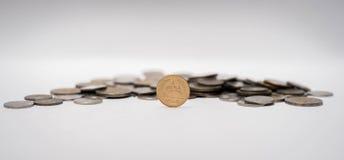 Pièces de monnaie de baht empilées ensemble Photographie stock