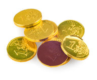 Pièces de monnaie de chocolat de 1 euro d'isolement sur le blanc Photos stock