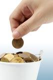Pièces de monnaie de fixation de main photo stock