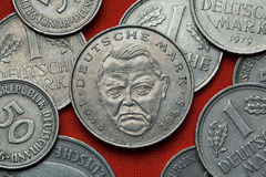 Pièces de monnaie de l'Allemagne Politicien allemand Ludwig Erhard images stock
