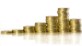 Pièces de monnaie de livre britanniques empilées Photo stock