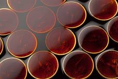 pièces de monnaie du dollar dans le pétrole brut photographie stock libre de droits