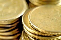 Pièces de monnaie empilées dans les bars Photographie stock libre de droits
