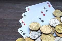Pièces de monnaie et as Photo stock