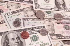 Pièces de monnaie et billets de banque américains photo stock
