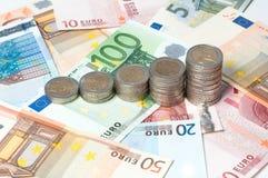 Pièces de monnaie et billets de banque Photographie stock libre de droits