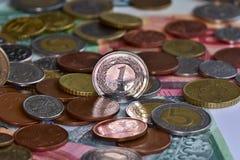 Pièces de monnaie et billets de banque EUR et PLN Photo stock