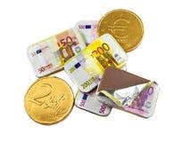 Pièces de monnaie et billets de banque faits de chocolat Photos stock