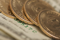Pièces de monnaie et factures abstraites du dollar d'États-Unis Photo libre de droits