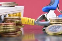 Pièces de monnaie et routeur de réseau, accès payé Photographie stock