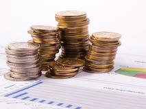 Pièces de monnaie et tableau Photographie stock libre de droits
