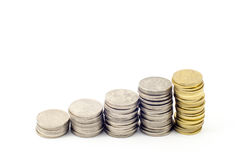 Pièces de monnaie formant la forme d'escaliers Image libre de droits