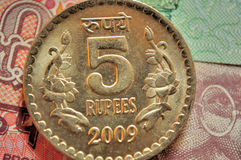 Pièces de monnaie indiennes de devise de la dénomination Rs.5 Images libres de droits