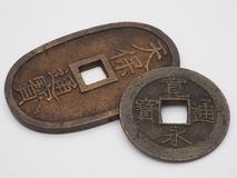 Pièces de monnaie japonaises antiques photographie stock libre de droits