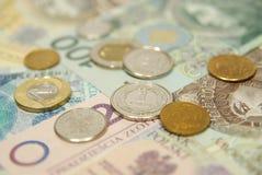 Pièces de monnaie polonaises sur l'argent comptant Photographie stock libre de droits