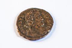 Pièces de monnaie romaines Vieilles pièces de monnaie rare historique photographie stock libre de droits