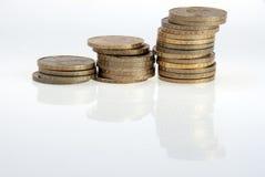 Pièces de monnaie sur le blanc Photos libres de droits