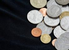 Pièces de monnaie sur le fond noir Photo libre de droits
