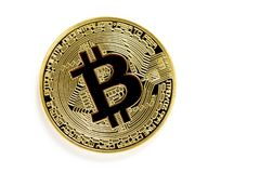 Pièces de monnaie virtuelles de bitcoin d'or d'isolement sur le fond blanc Photos libres de droits