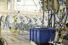 Pièces de rechange dans une usine de voiture Photos libres de droits