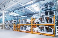 Pièces de rechange dans une usine de voiture photo stock