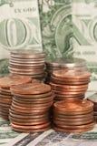 Pièces du dollar sur des billets d'un dollar II Image libre de droits