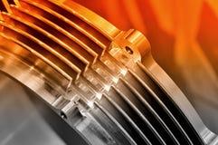 Pièces en acier pour l'outillage industriel Image modifiée la tonalité rouge image libre de droits