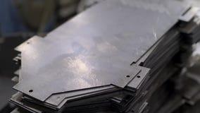 Pièces en métal après coupure du processus banque de vidéos