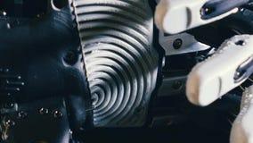Pièces en métal d'un bras robotique, machine prosthétique Concept d'avenir clips vidéos