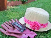 Piège de Gopher avec Lady& x27 ; chapeau de jardin de s Images stock