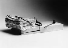 Piège de souris avec le bouchon de l'argent liquide comme amorce (b&w) Photo libre de droits