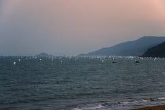 Pièges de pêche en mer de sud de la Chine photographie stock